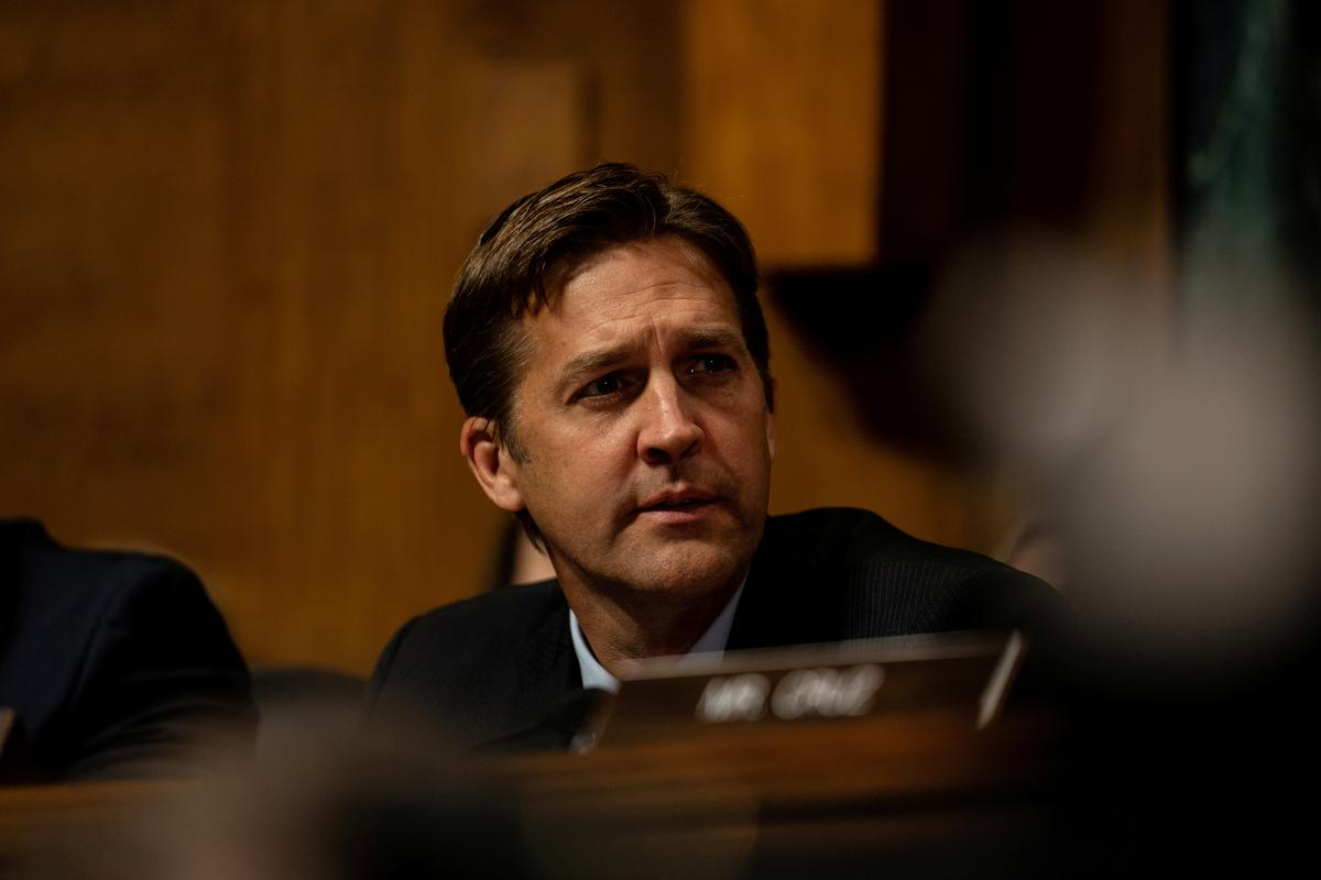 Republikeinse senator Sasse noem besonderhede in klokkenluiders 'ontstellend'