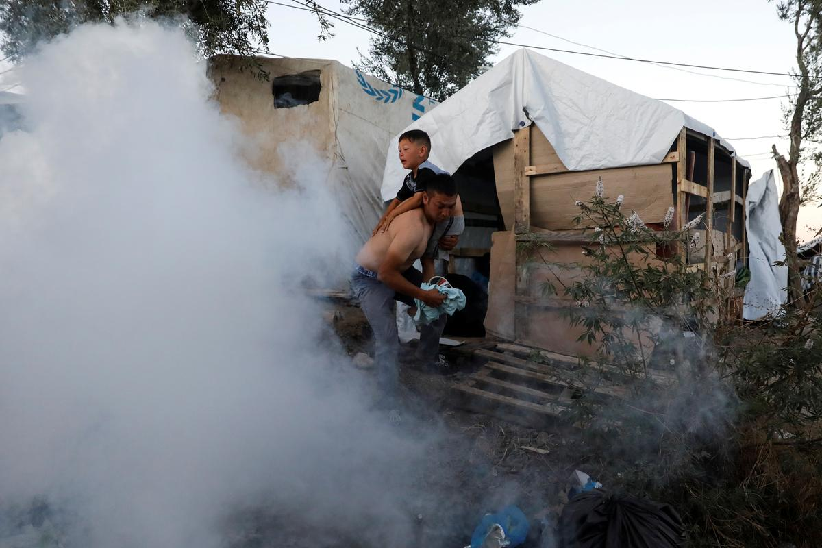 Brand, botsings, een dood by 'n stampvol Griekse trekplaas op Lesbos