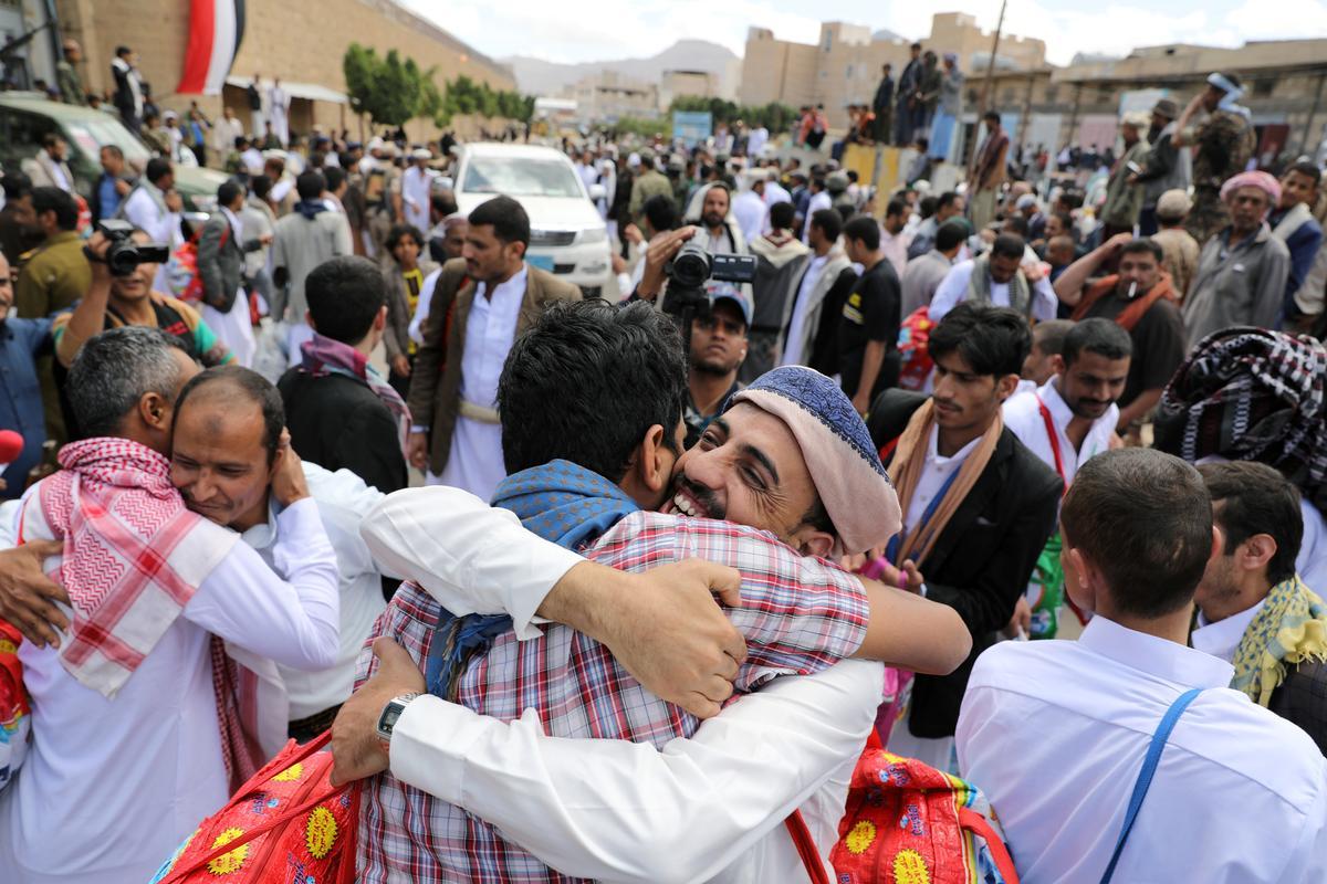 Jemen se Houthi's laat honderde gevangenes eensydig vry