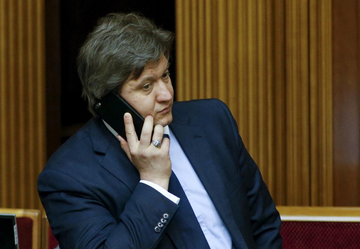 Die president van die Oekraïne skiet hoof van die nasionale veiligheidsraad af: besluit