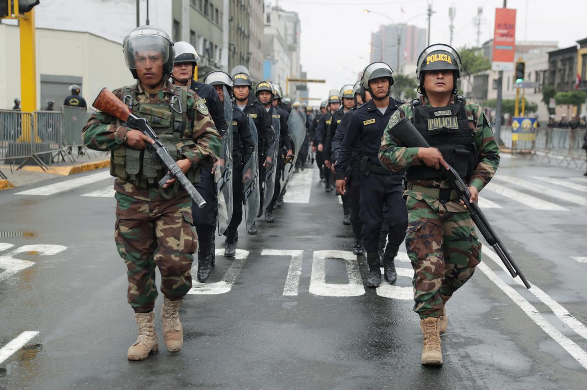 Die weermag van Peru, Vizcarra, polisieer die rebelle-wetgewers lojaliteit aan die VP