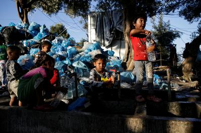 Migrants struggle in overcrowded camp on Greek island