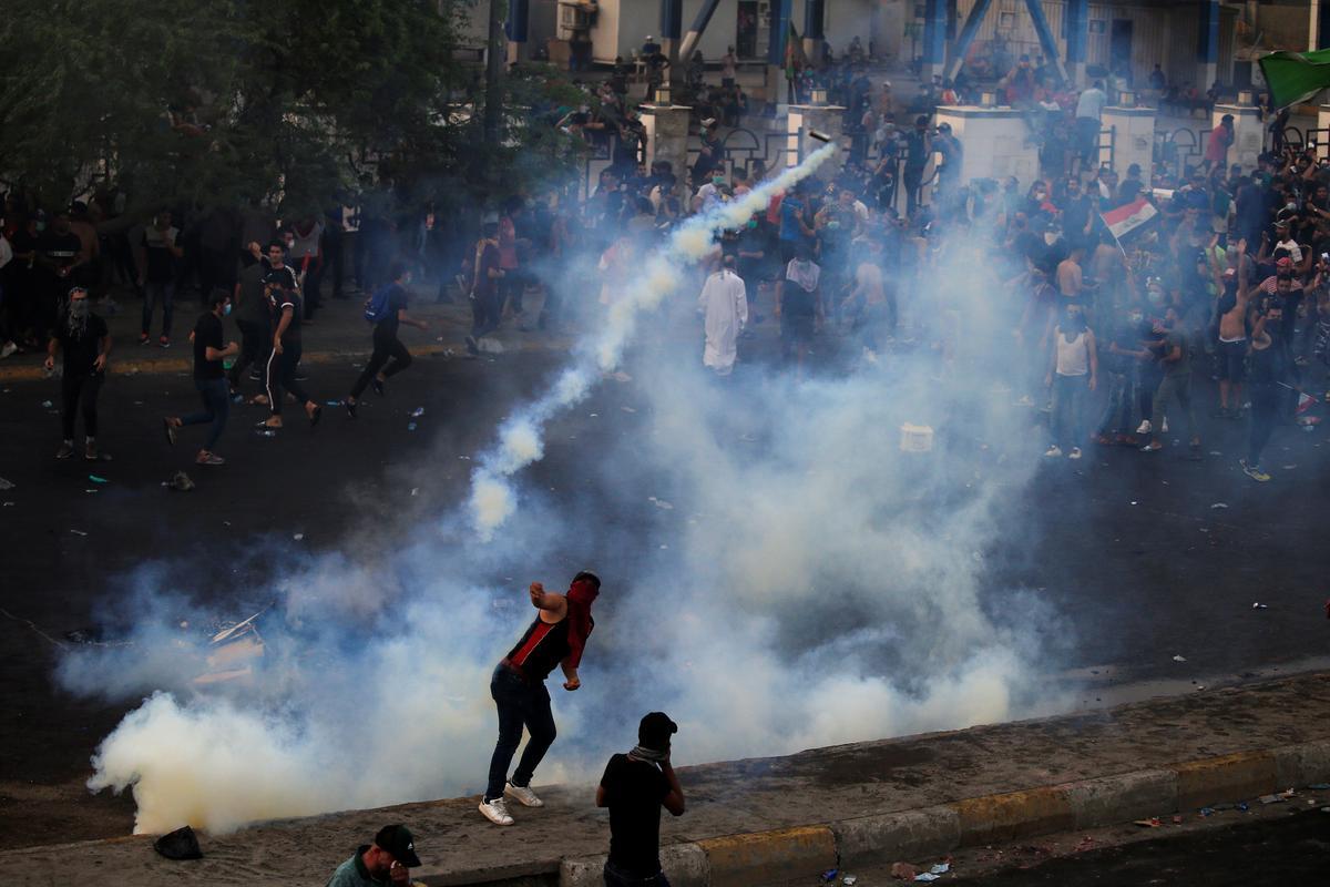 Elf mense is oornag in protesoptogte in die suide van Irak dood