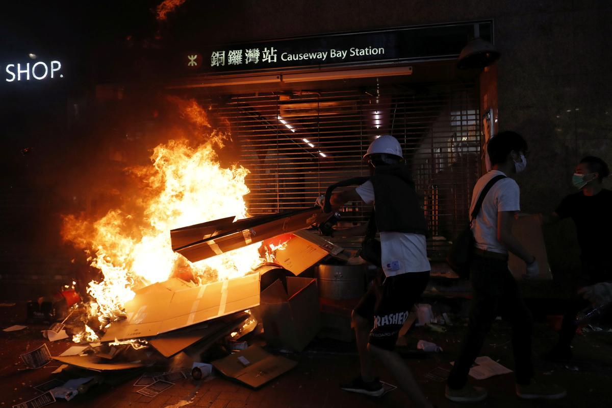 Hongkong-metro bly stil ná die nag van gewelddadige betogings