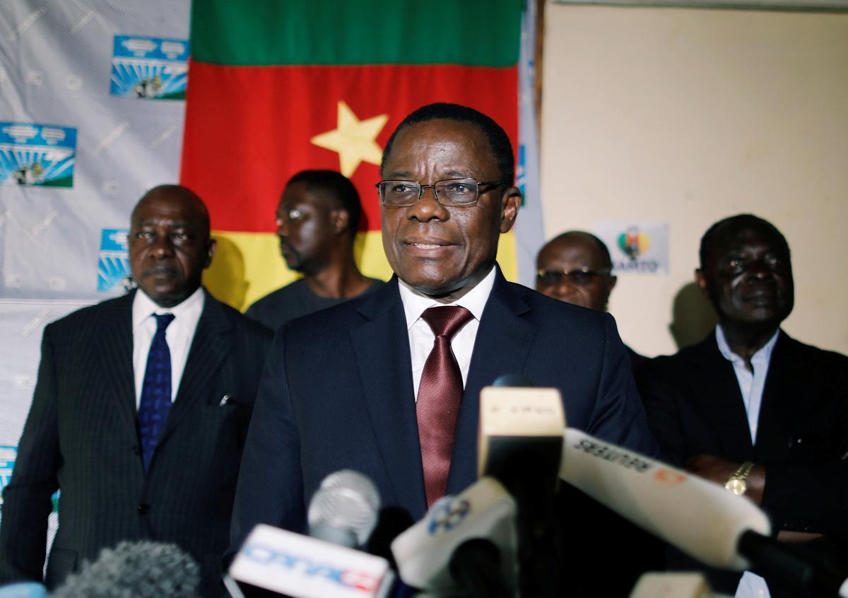 Kameroen president beveel die belangrikste mededinger vrygestel in die poging om die spanning te kalmeer
