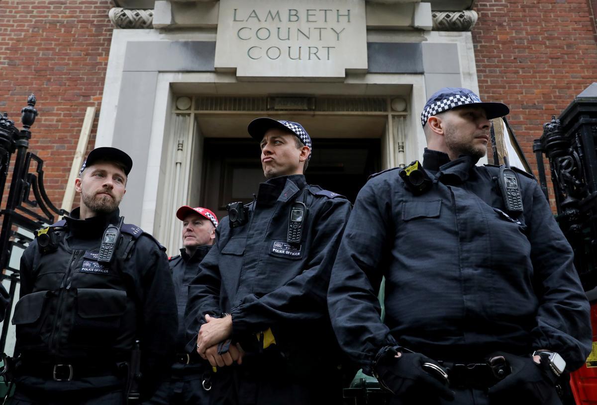Britse polisie arresteer 10 klimaataktiviste voor betogings