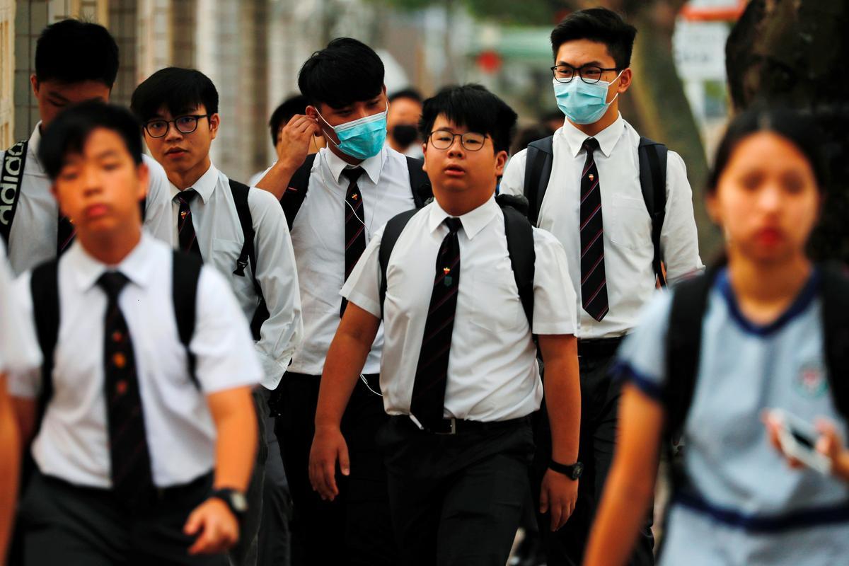 Hong Kong open vir sake ná gewelddadige langnaweek, draadjies vir meer betogings