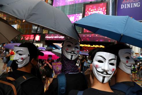 Hong Kong protesters defy mask ban
