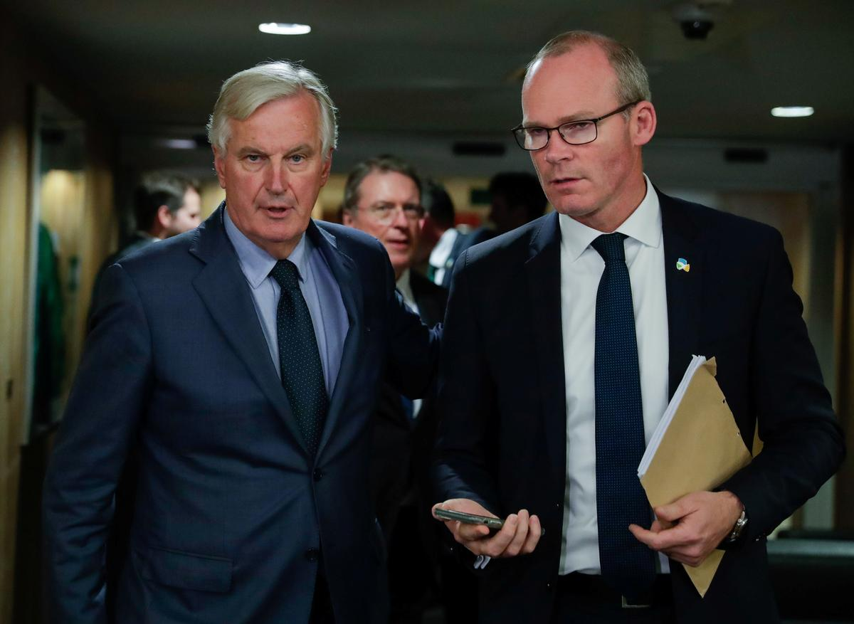 Geen breek in Brexit-gesprekke nie, maar daar is nog leemtes: Coveney