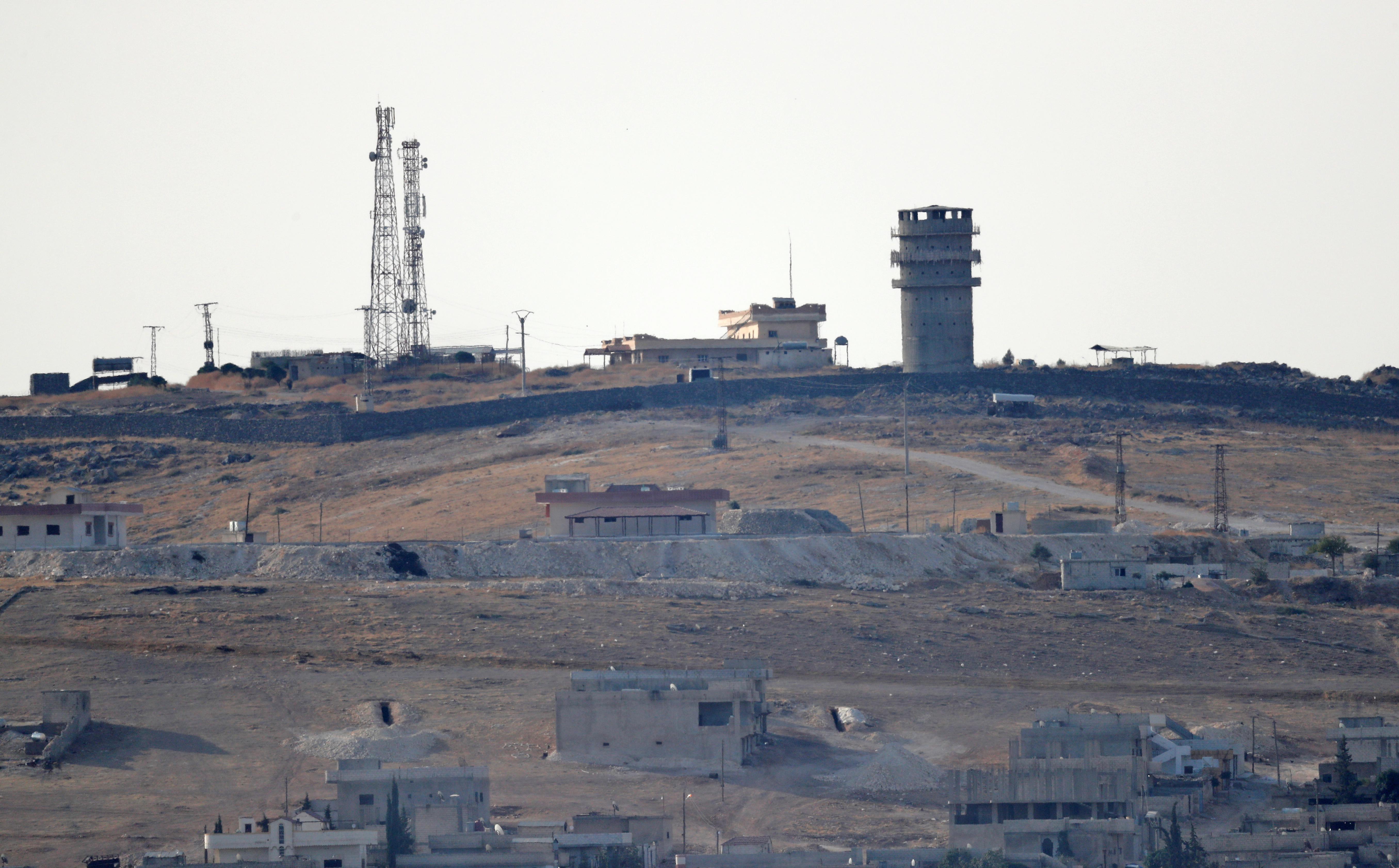L'armée syrienne soutenue par la Russie arrive après que les États-Unis annoncent une sortie soudaine