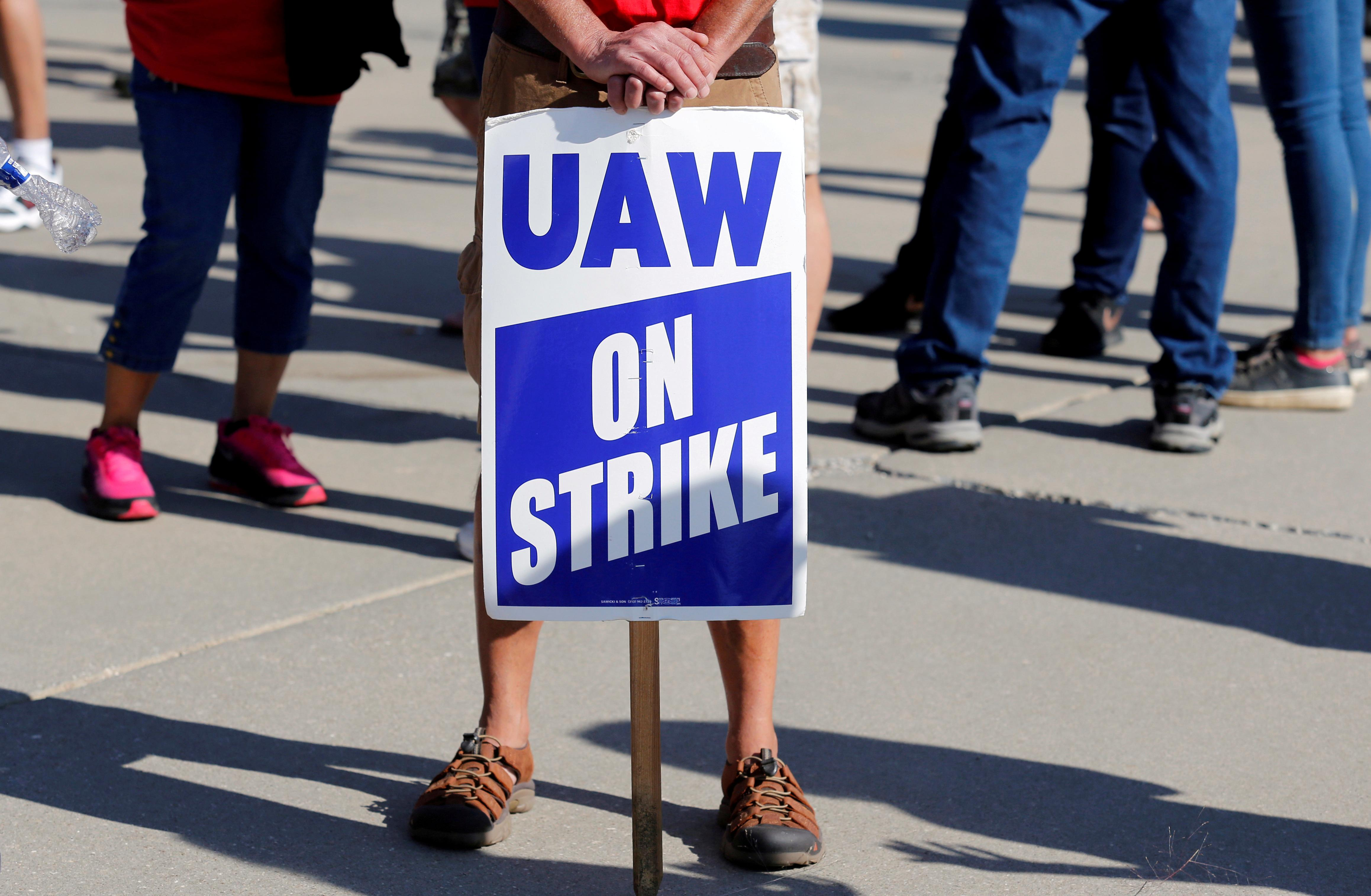 UAW calls Thursday meeting to update union leaders on GM strike...