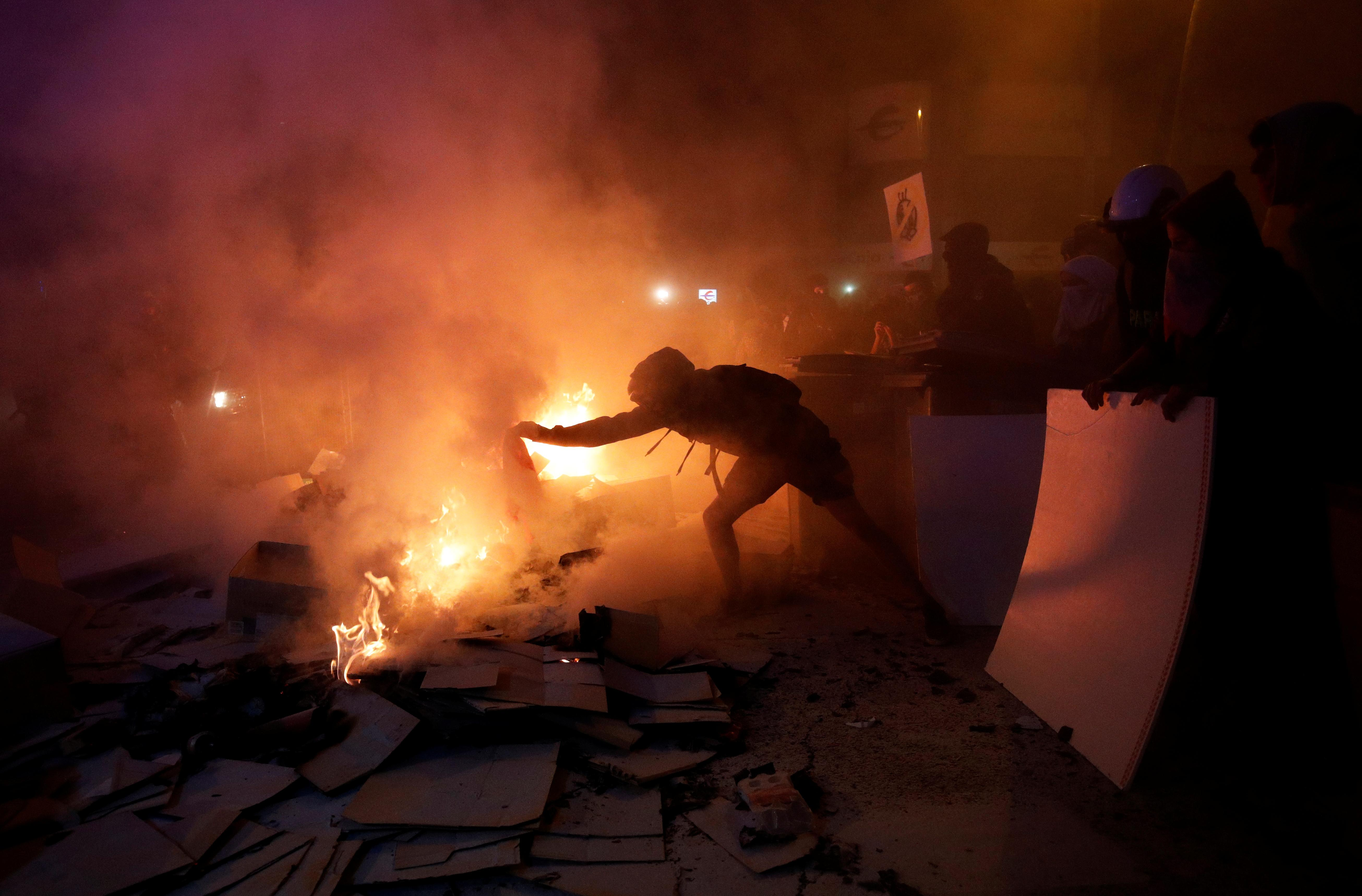 New clashes in Barcelona between separatist protesters and police