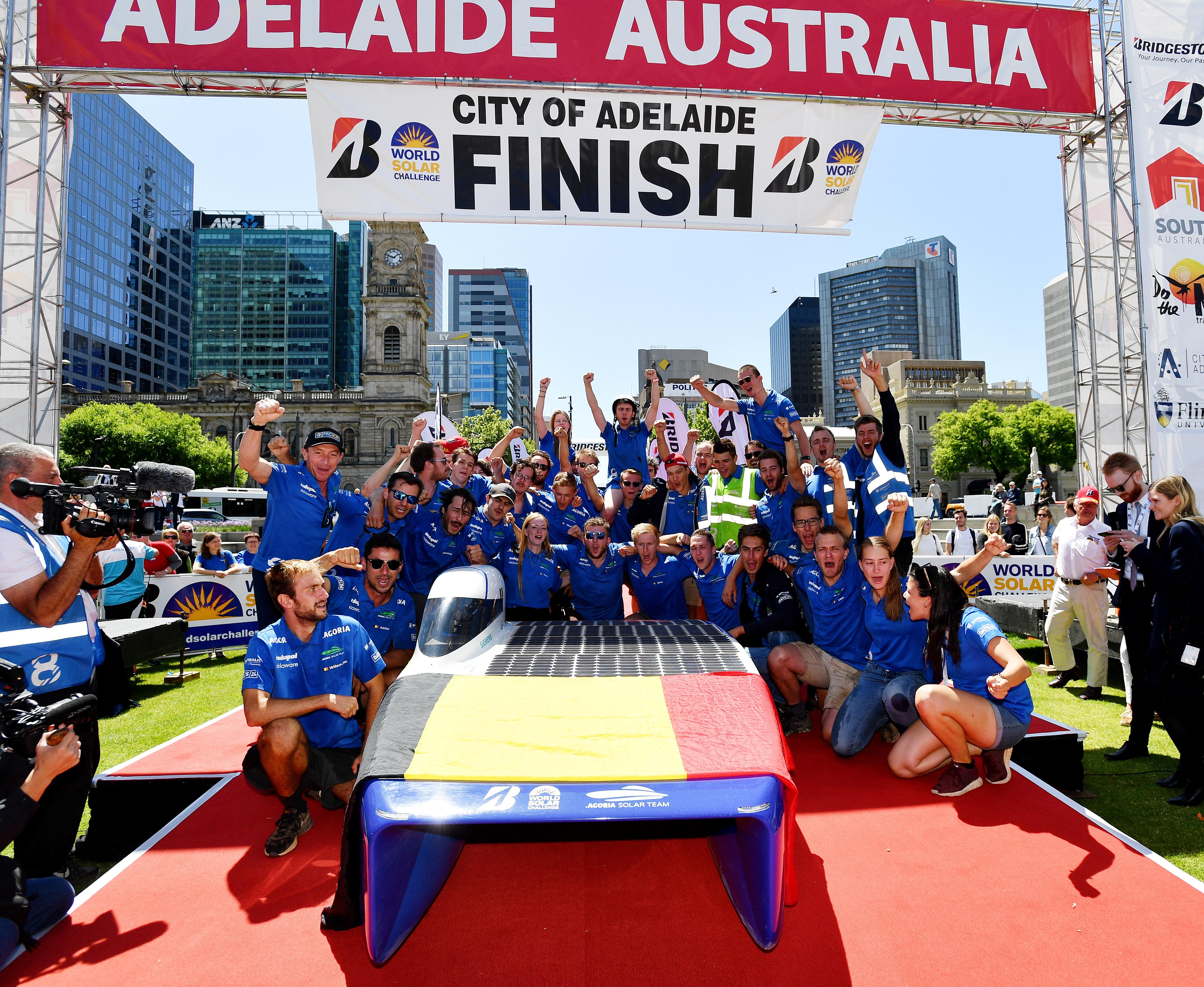 Solar powered cars set off for Australia's outback race
