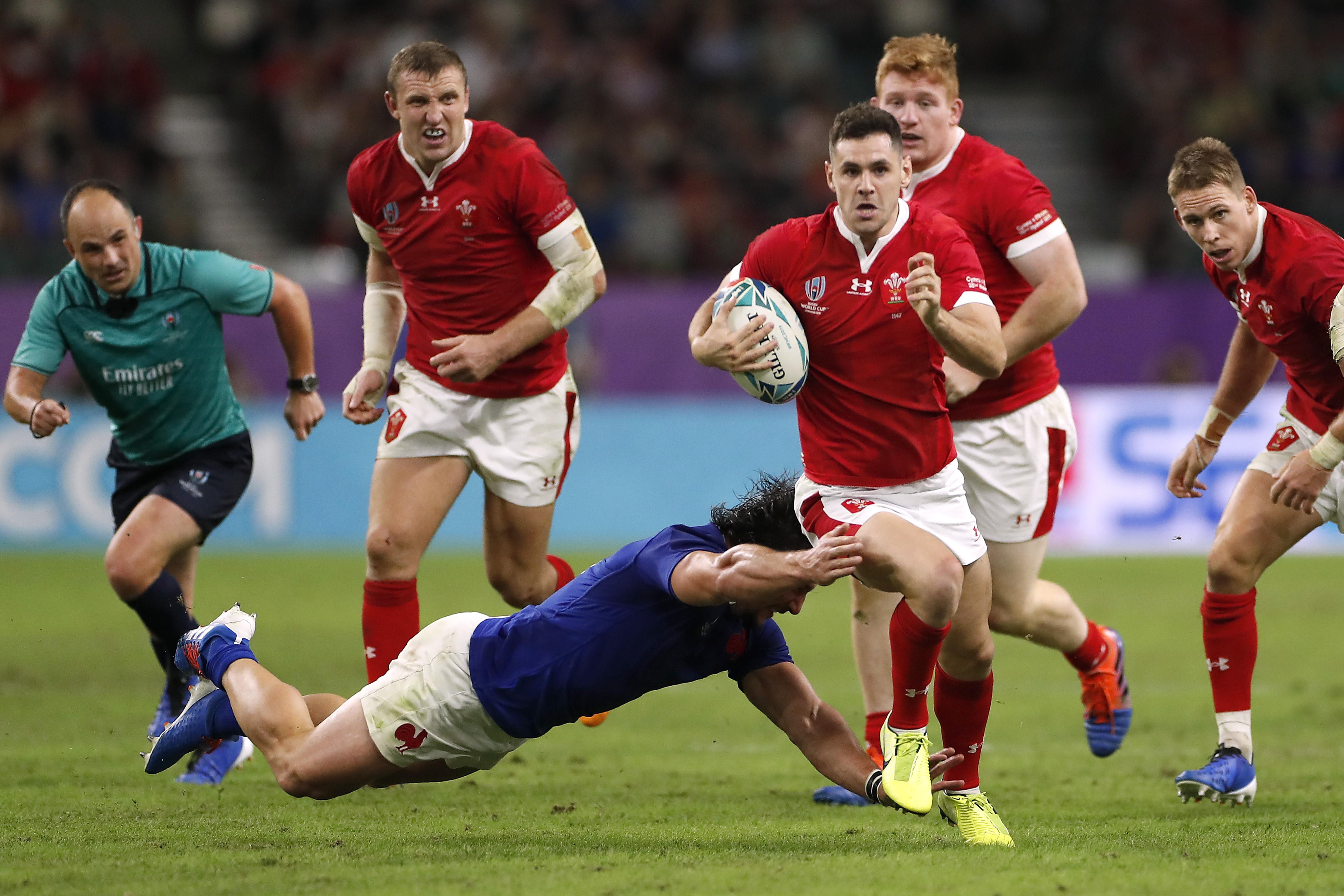 Wales ride their luck to steal dramatic one-point win over 14-man...