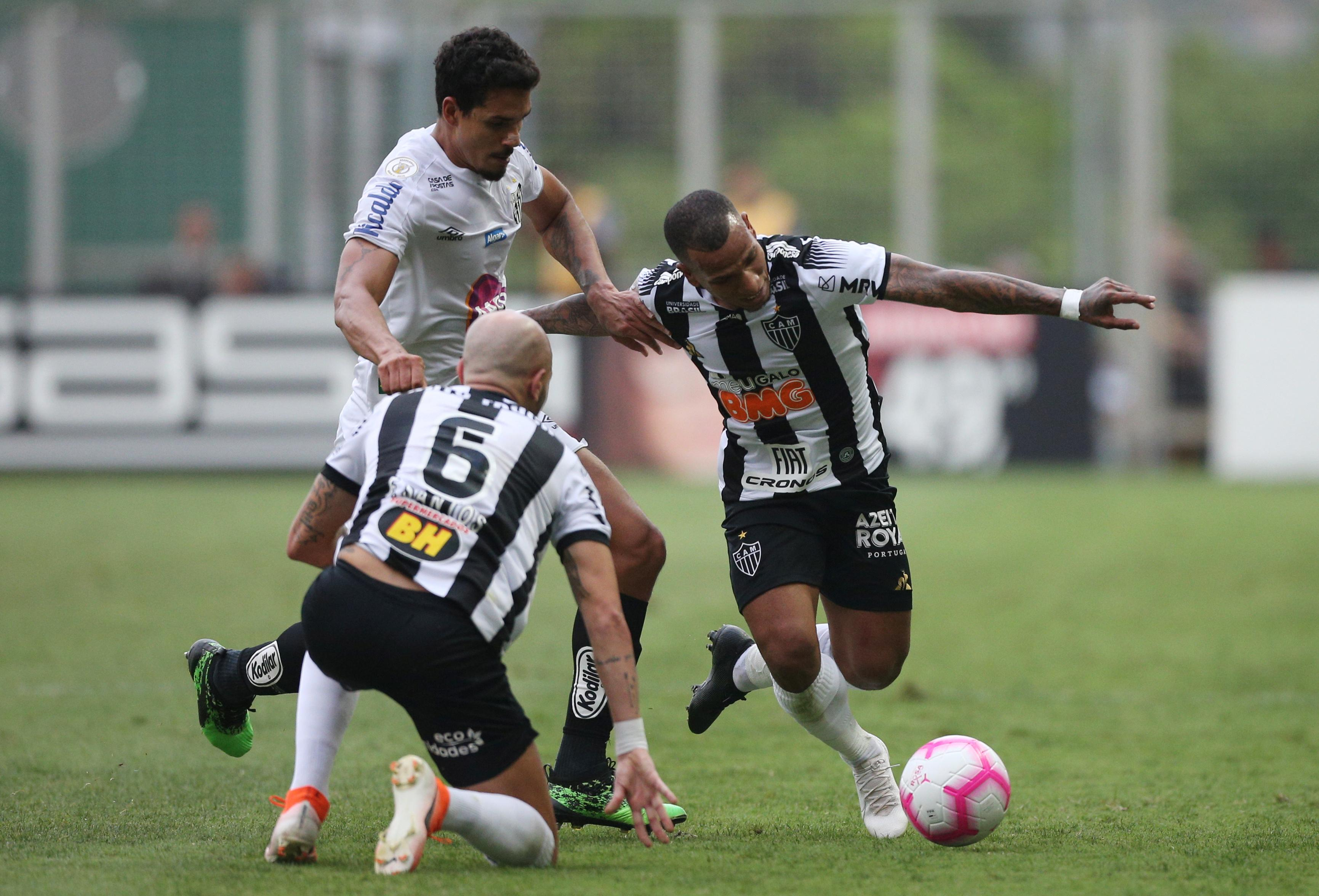 Santos miss chance to close gap on leaders in 2-0 defeat