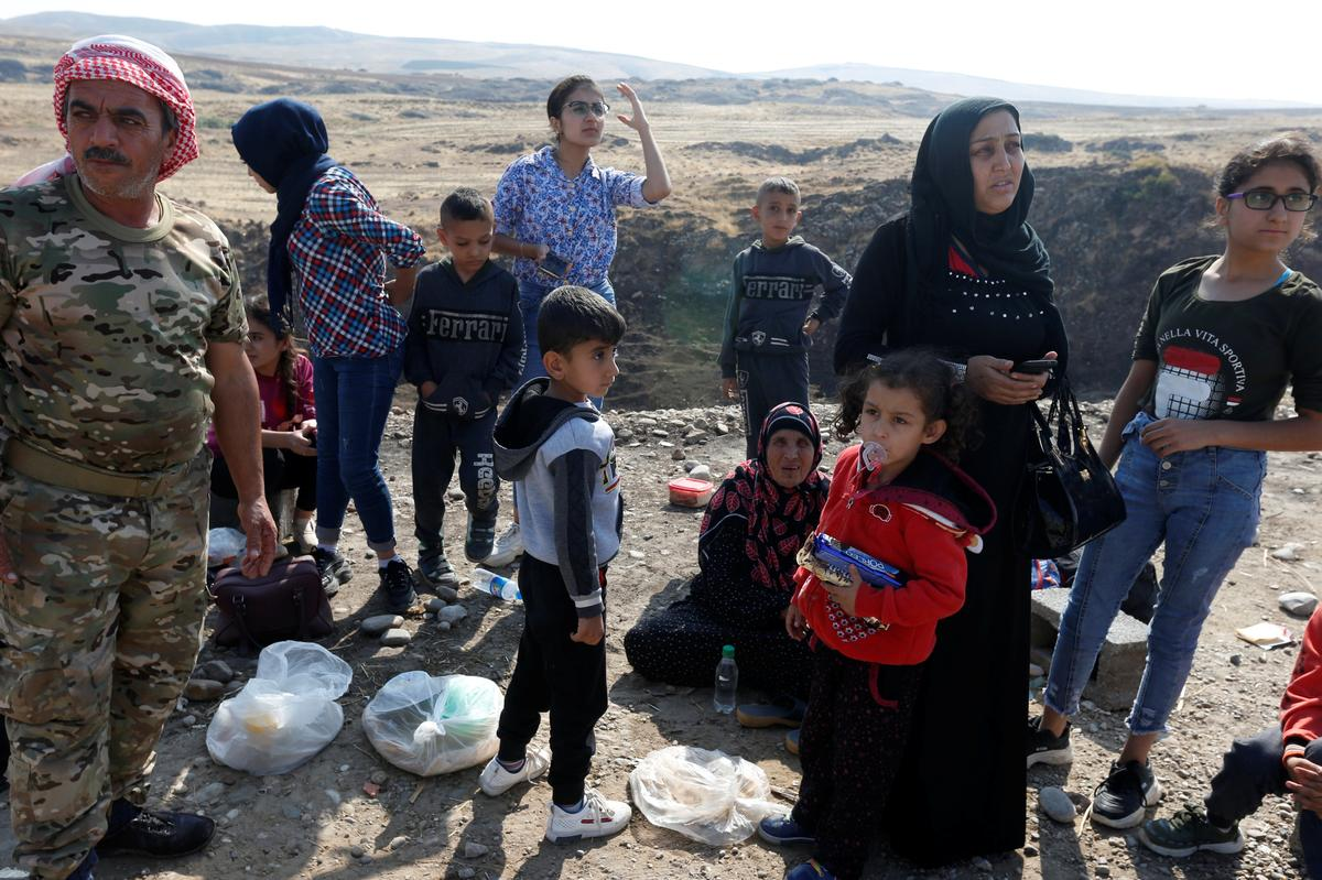 Displaced by war, Kurdish families stuck at Syria-Iraq border point