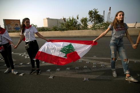 Protesters form human chain across Lebanon