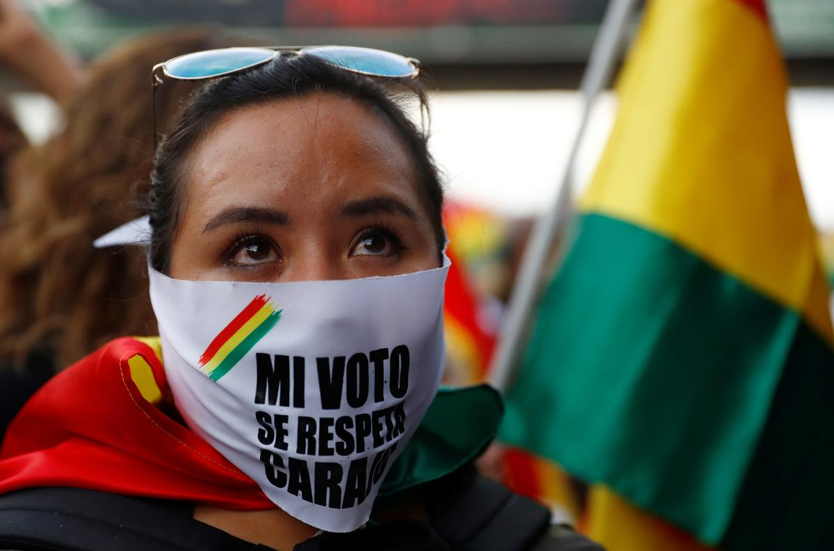 Bolivian election rivals end day of protests with rallies, injuries