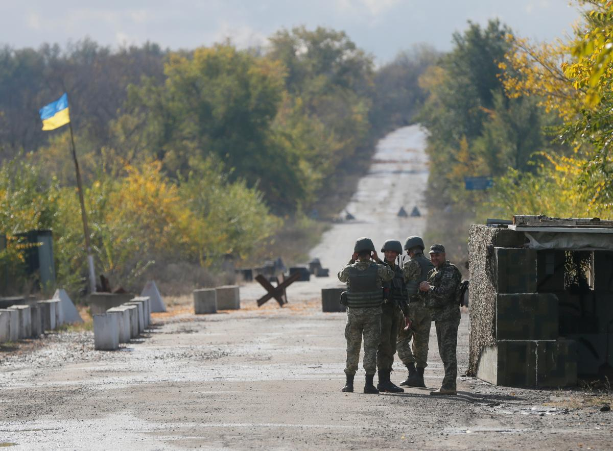 Ukrainian troops withdrawing from eastern town: foreign minister