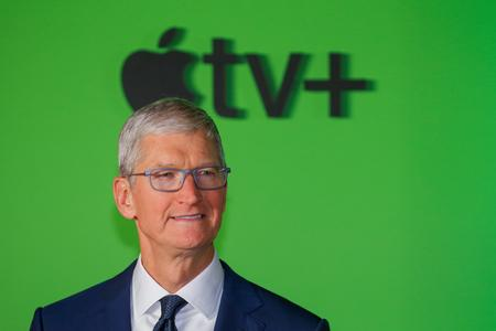 CORRECTED-Apple CEO's handling of trade war has helped buoy shares, investors say