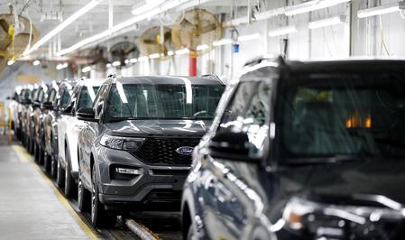 UPDATE 1-Ford reaches tentative labor deal with United Auto Workers union