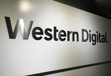 Western Digital announces CEO succession plan, signals lean Q2
