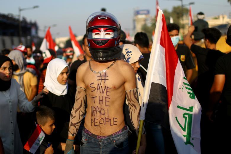 Iraklı göstericiler 1 Kasım'da Bağdat'ta devam eden hükümet karşıtı protestolara katılıyorlar. REUTERS / Ahmed Jadallah