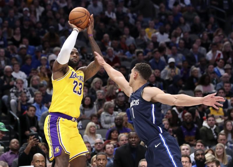Nba Roundup James Lakers Stretch Win Streak Reuters