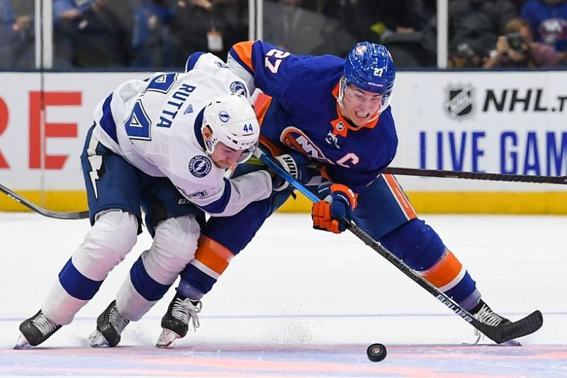 NHL roundup: Islanders beat Lightning for 8th straight win