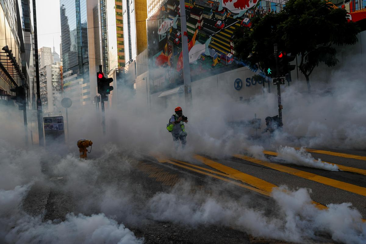 Hong Kong protesters trash Xinhua agency office in night of violence
