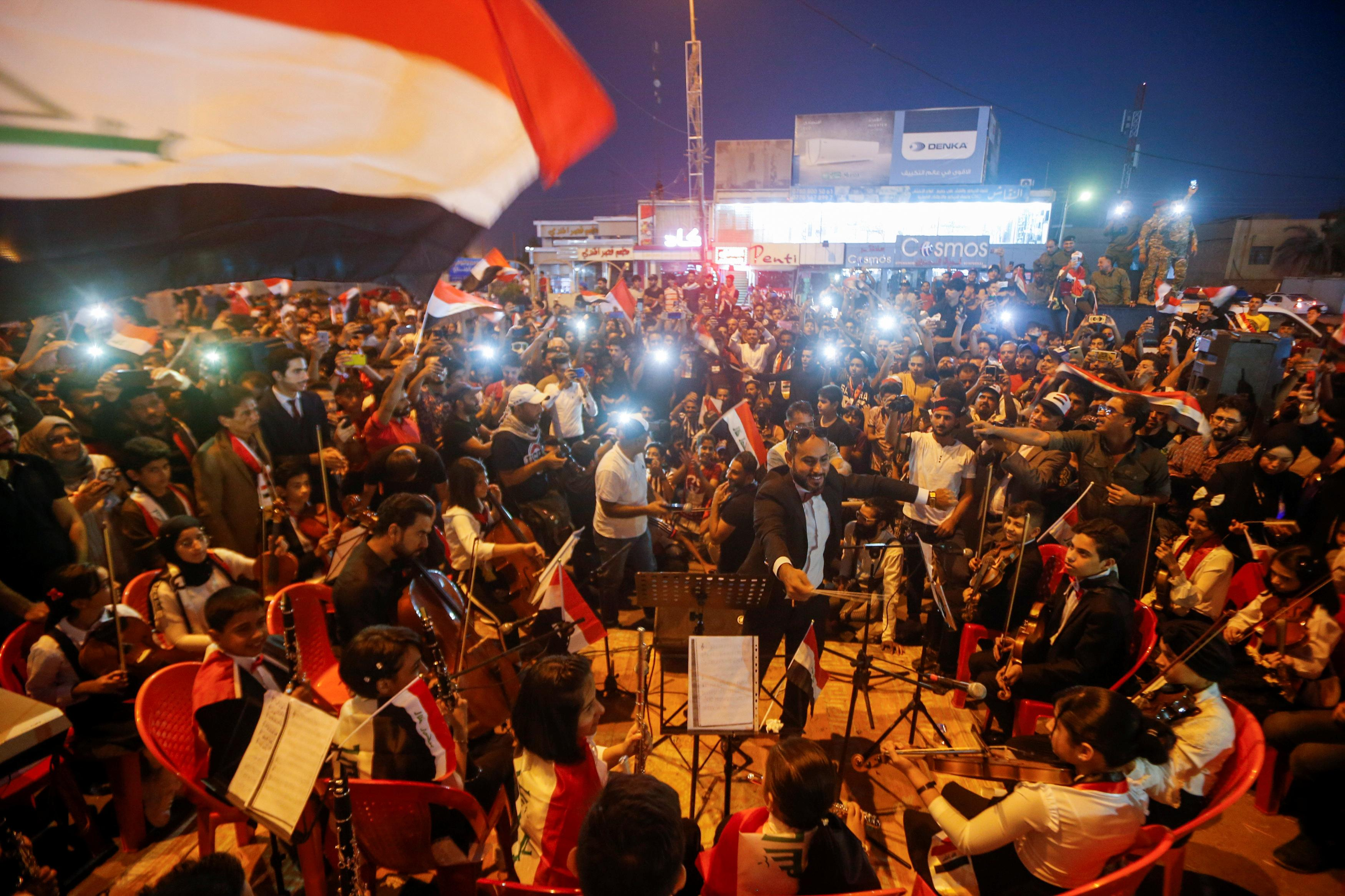 Les manifestants bloquent les routes menant au port irakien et exigent la fin de l'ingérence étrangère