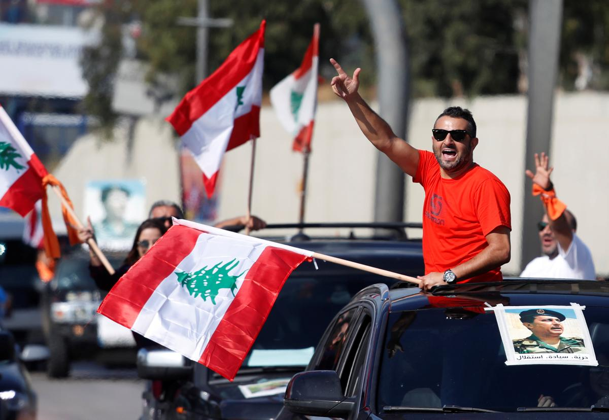 Lebanon's anti-government protesters return to streets after big pro-Aoun rally
