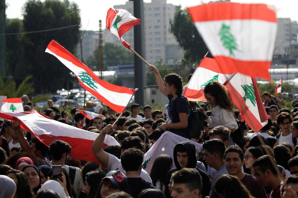 Các ngân hàng Lebanon đối mặt với các mối đe dọa, Hariri nói muốn chính phủ trung lập