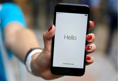 アングル:ヤフー・LINE統合構想、携帯電話への貢献も鍵 楽天参入に備え
