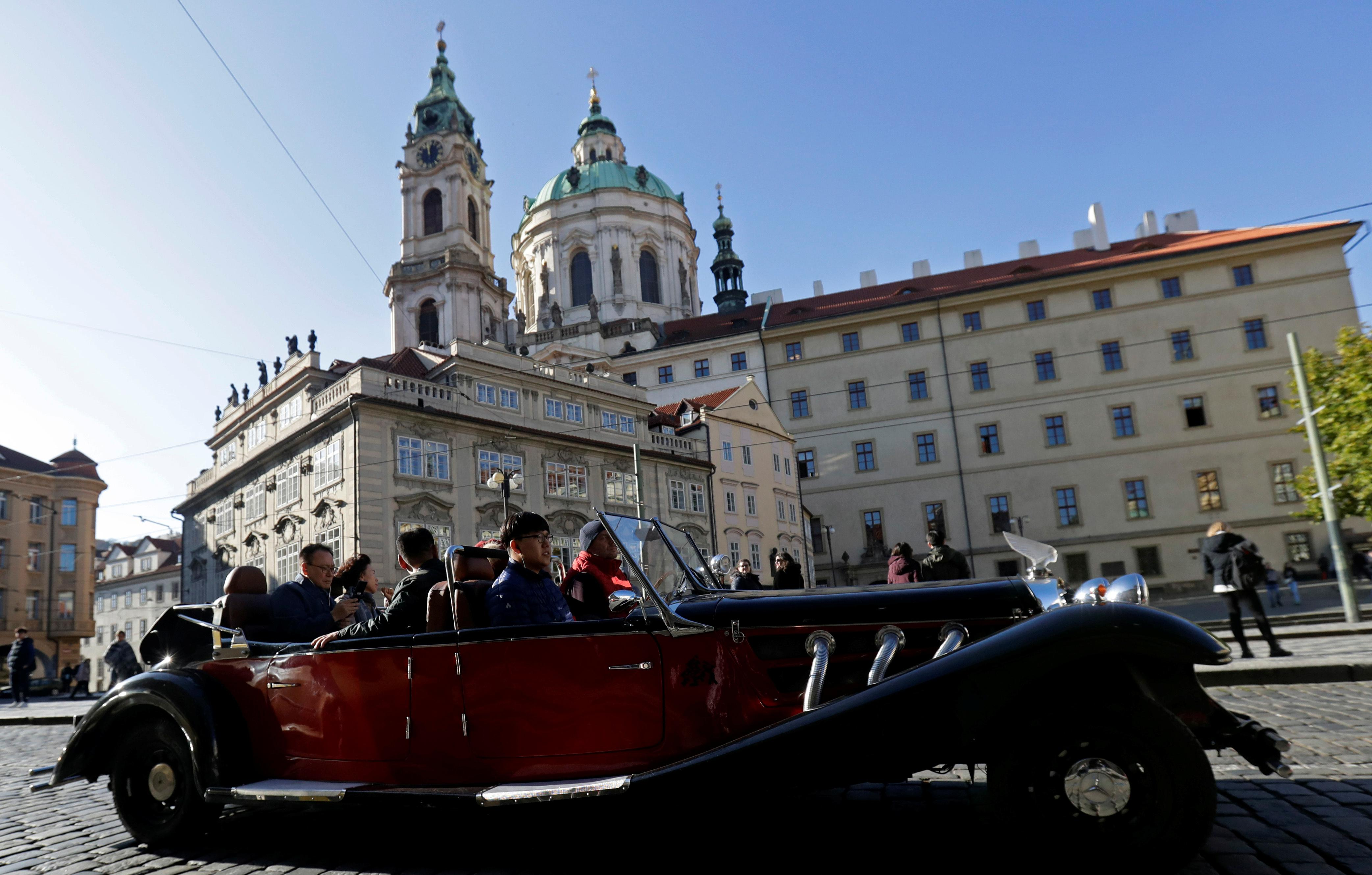 Prague locals tire of tourists, 30 years after end of Communism