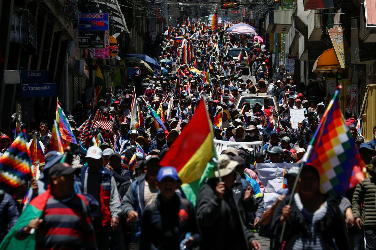 Coca farmers march, police fire tear gas in worsening Bolivia unrest