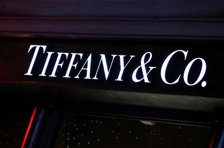 UPDATE 3-France's LVMH close to buying Tiffany after sweetening offer -sources