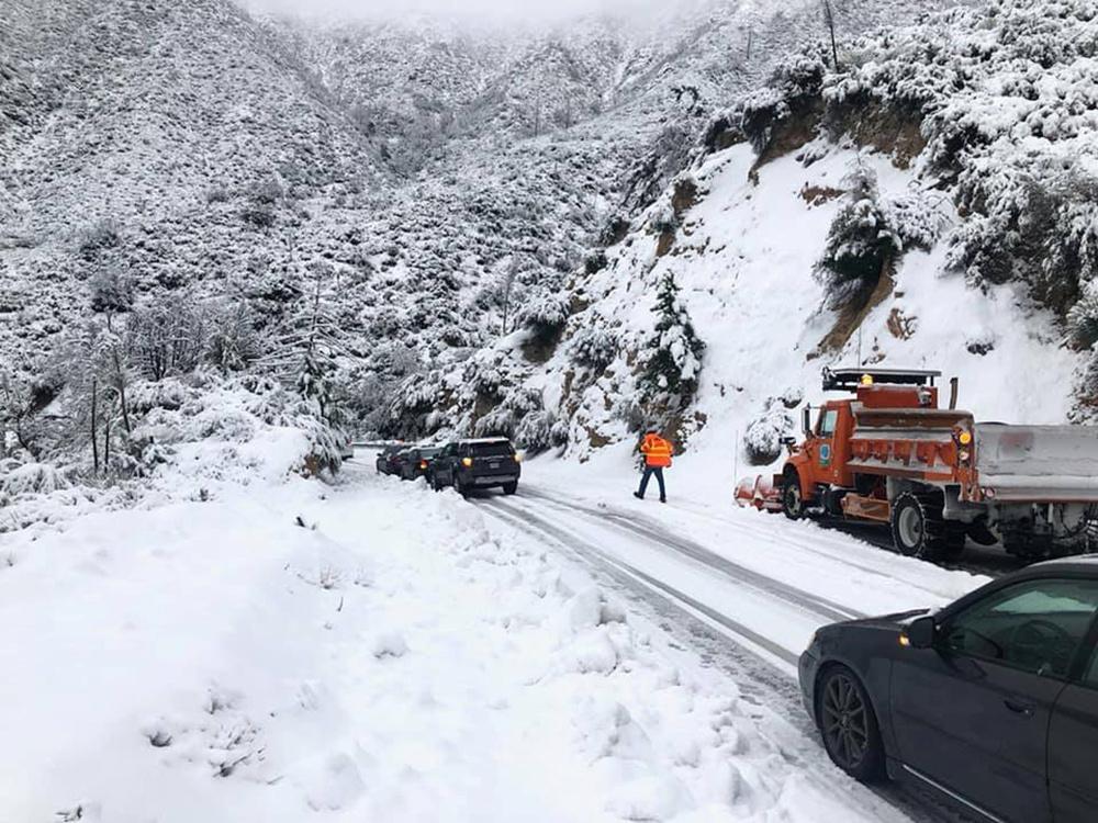 Hasil gambar untuk California snow-bound highway reopens but storm snarls Thanksgiving travel