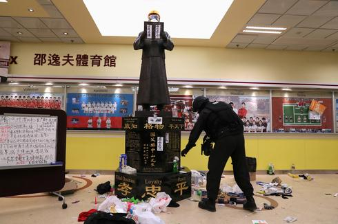 Police enter Hong Kong Polytechnic University