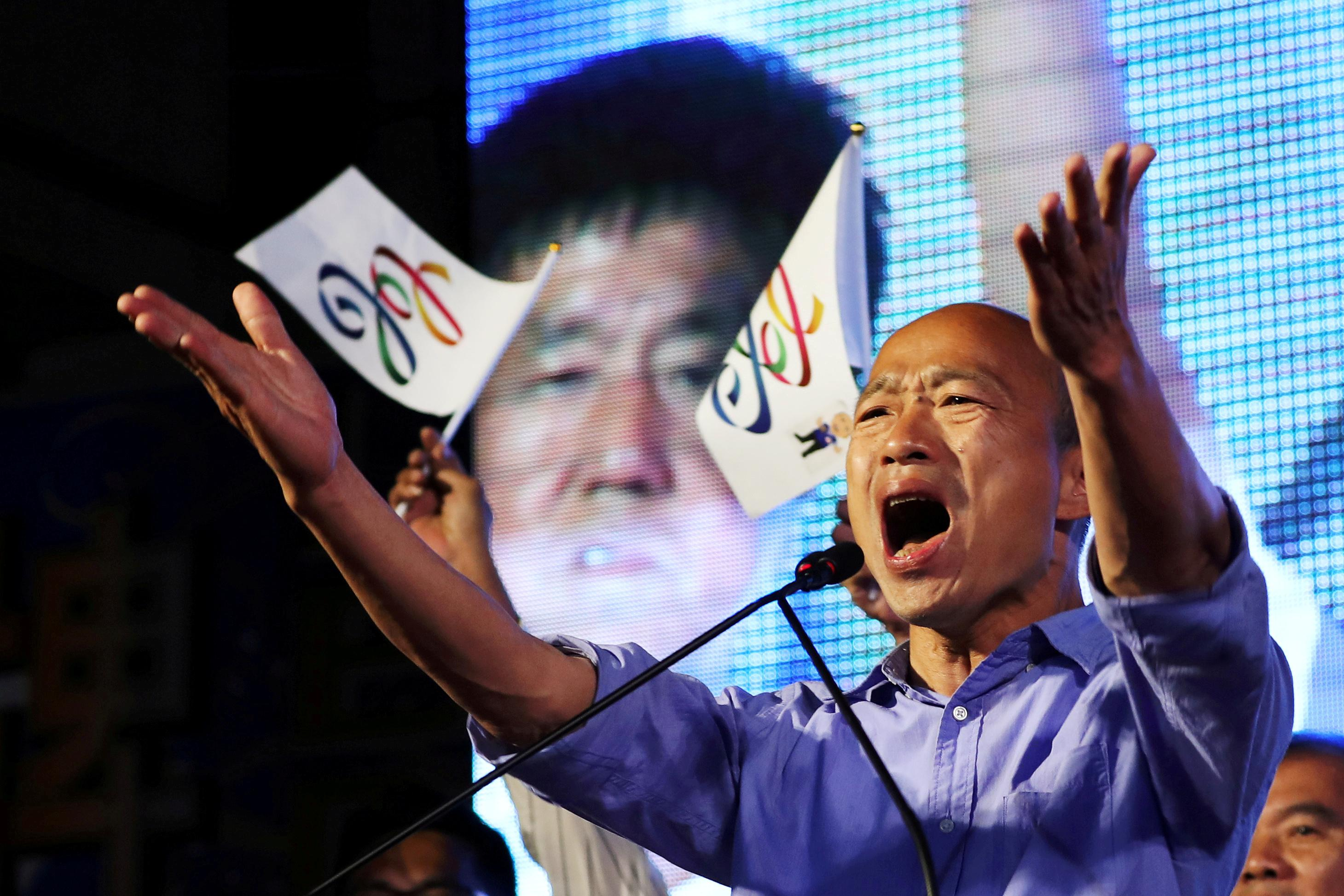 Behind in polls, Taiwan president contender tells supporters to lie...