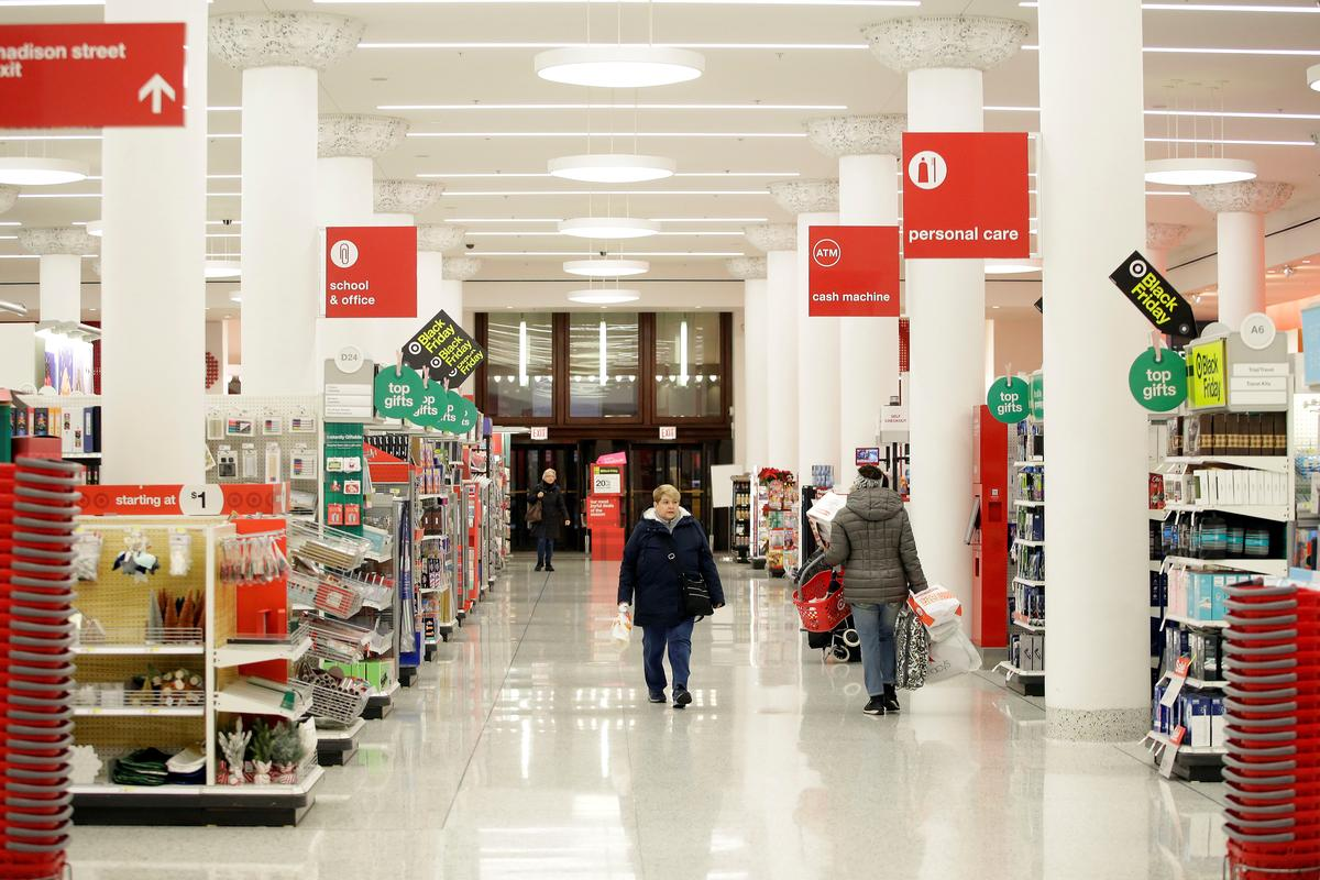 Black Friday sees fewer shoppers in U.S. stores as spending moves...