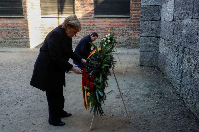 """Je ressens une honte profonde"", dit Merkel à Auschwitz"