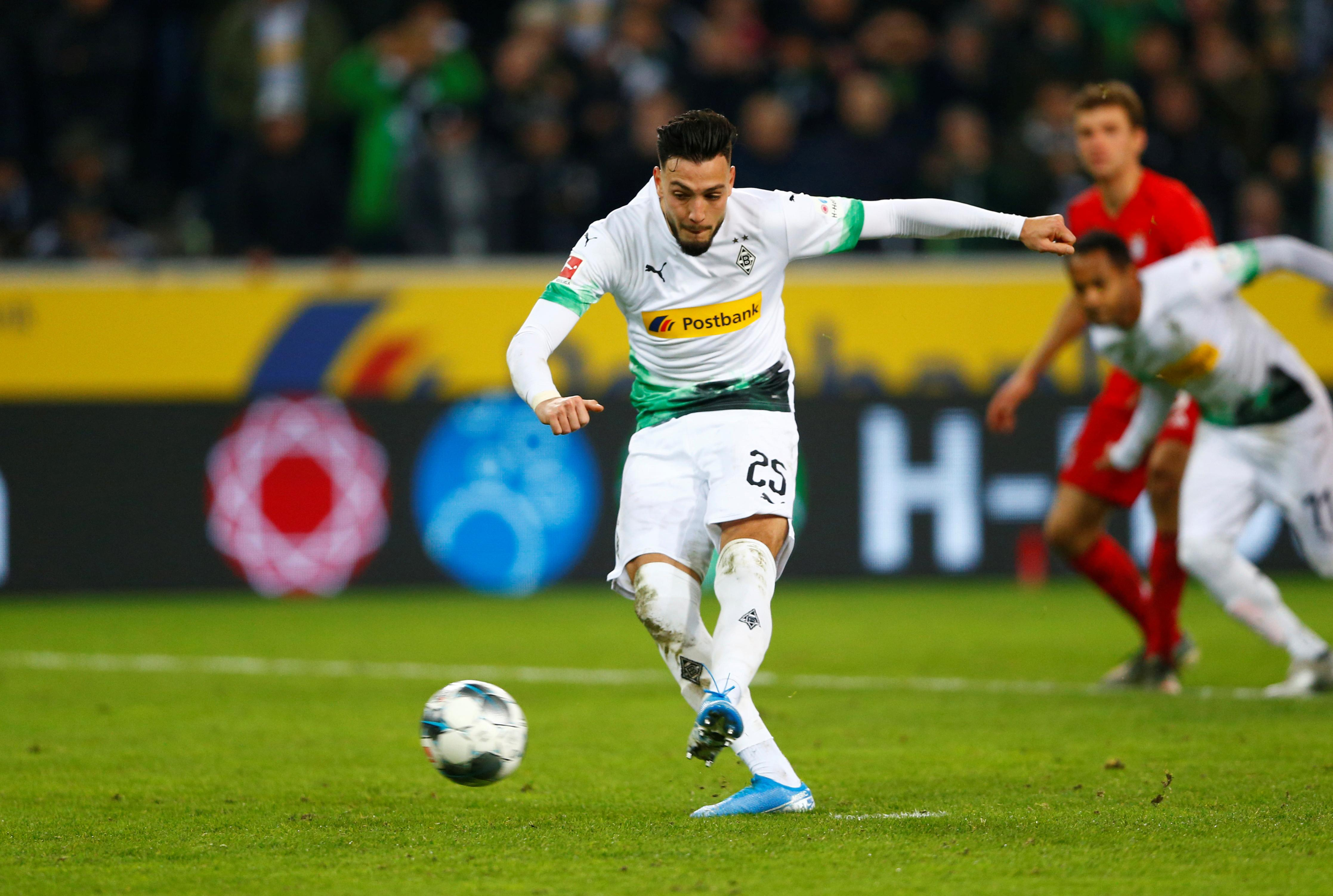 Gladbach stun Bayern 2-1 with last-gasp penalty