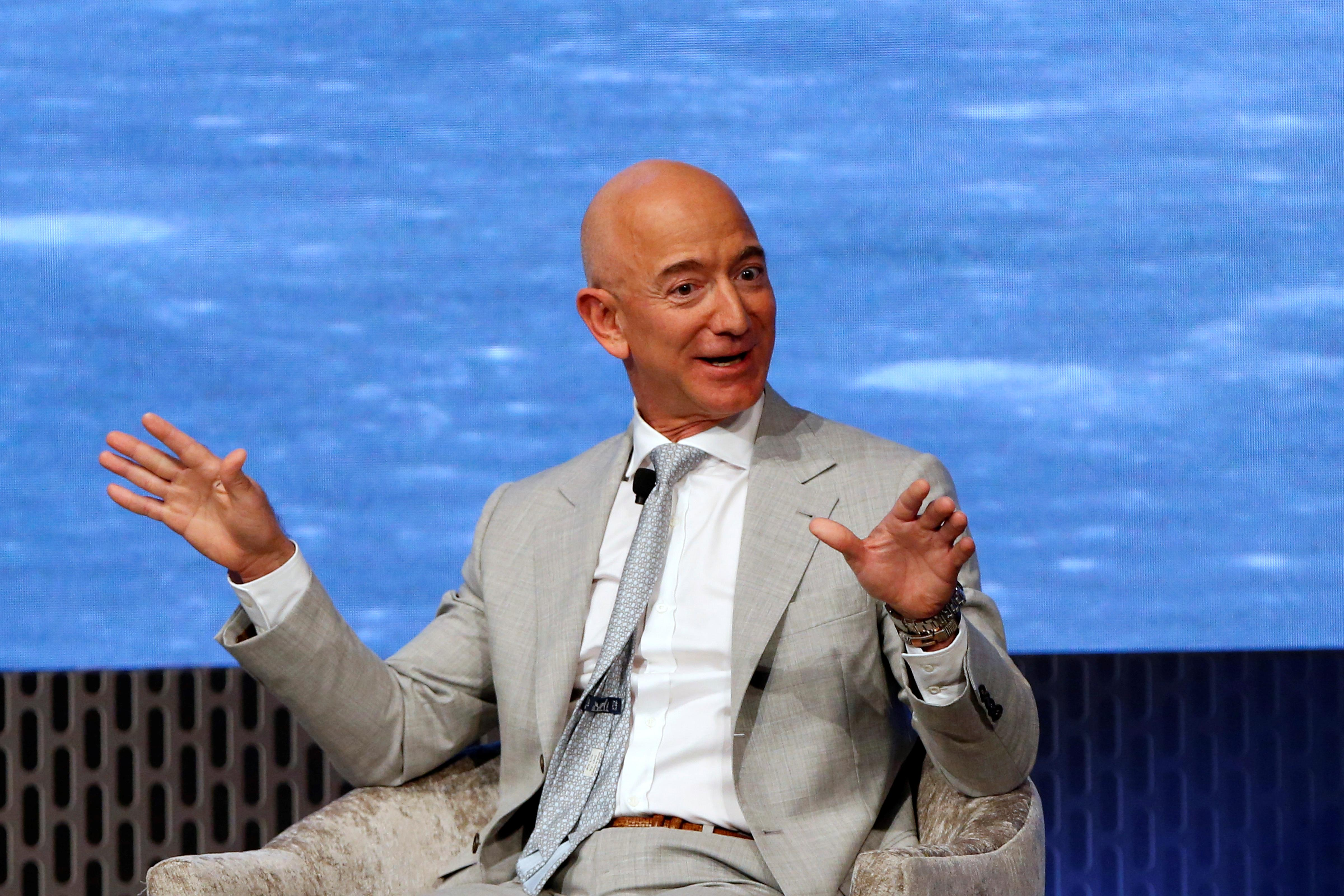 Jeff Bezos says Amazon wants to work more with the Pentagon