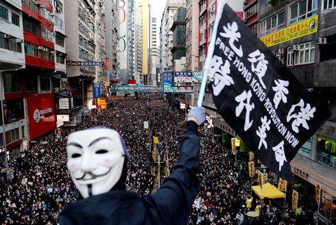 Vast crowds throng streets of Hong Kong