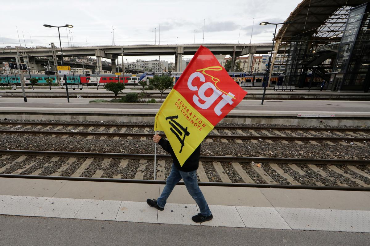 France's CGT says decision on unlimited strike at refineries mid next week