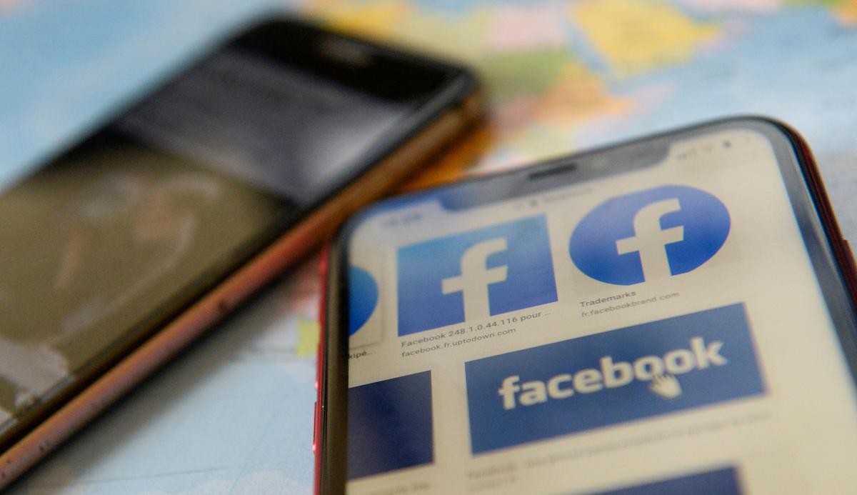 U.S. senators threaten Facebook, Apple with encryption regulation