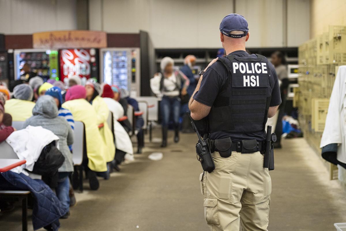 U.S. non-border immigration arrests fell despite Trump push