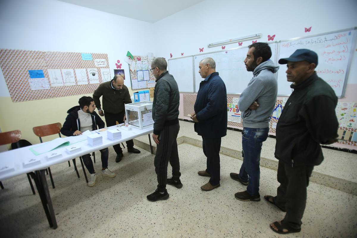 Algeria holds presidential vote boycotted by demonstrators