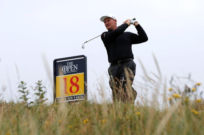 U.S. fight back to leave Presidents Cup in the balance
